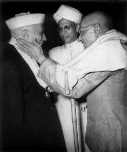 Nehru congratulated by Rajaji