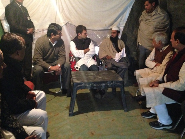 Sh._Rahul_Gandhi_interacting_with_the_riot_victims_in_Mallakpur_Relief_Camp_1