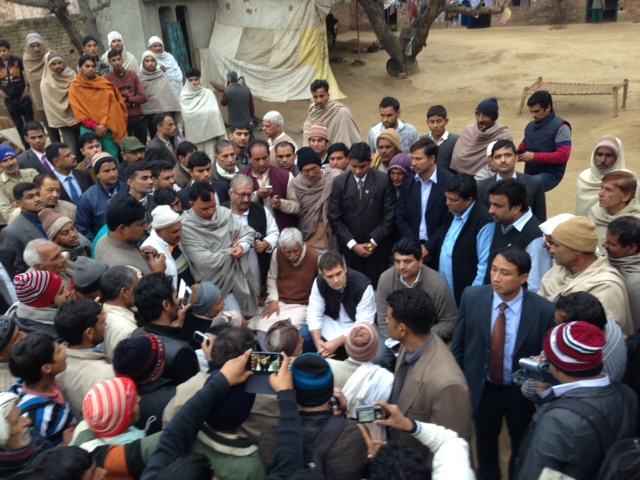 Sh._Rahul_Gandhi_interacting_with_the_riot_victims_in_village_Kakra