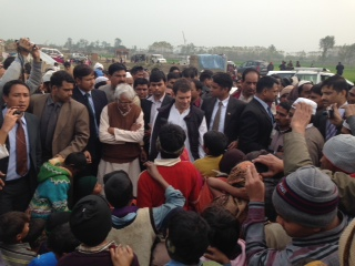 Sh._Rahul_Gandhi_interacting_with_the_riot_victims_in_village_Noorbasti